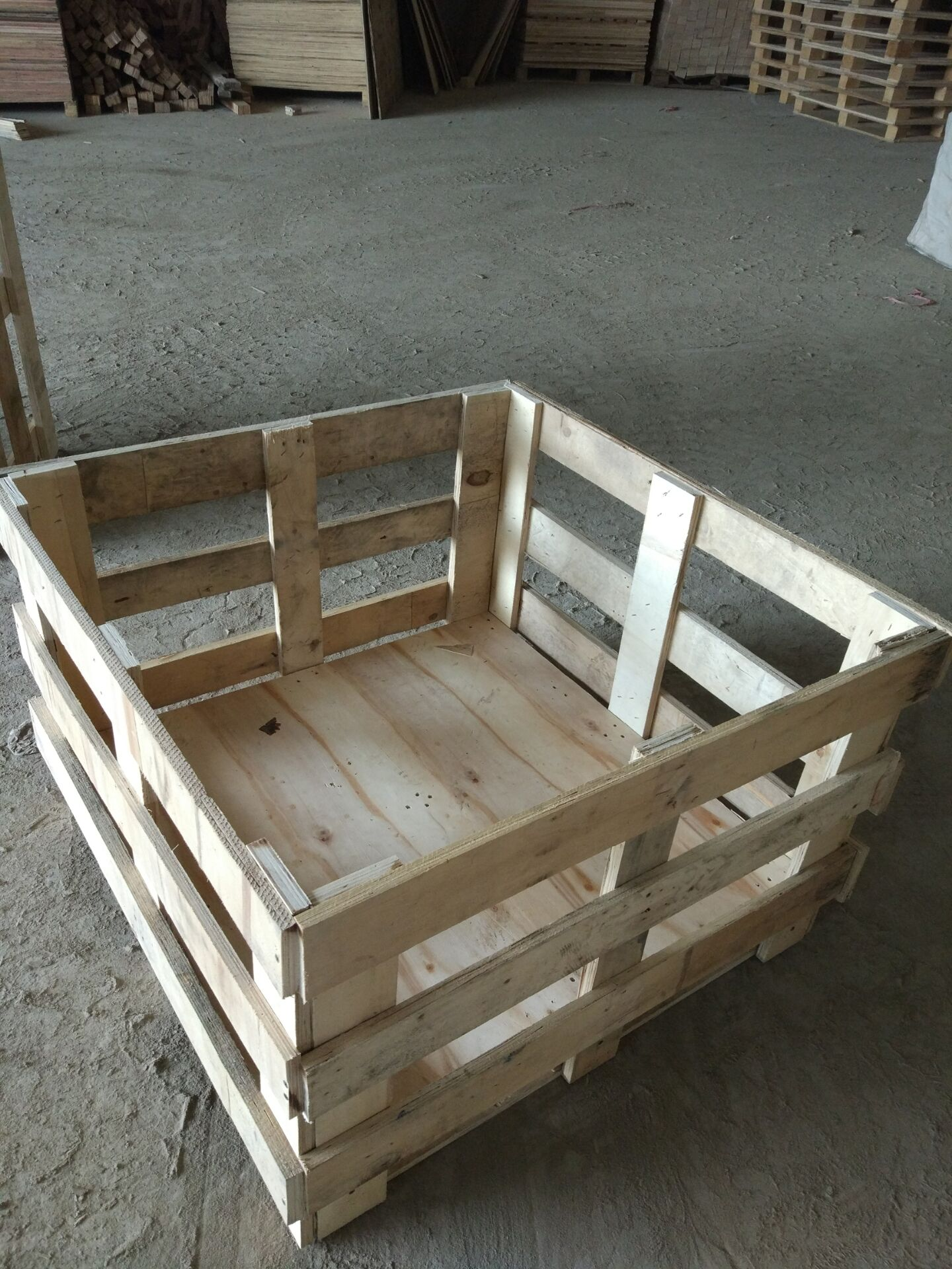 木架花格箱